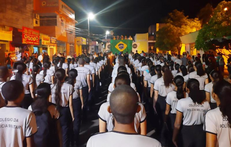 Protesto percorreu a Avenida Cônego João Lima