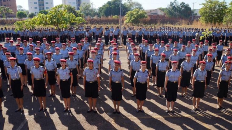 Estudantes de colégio cívico-militar