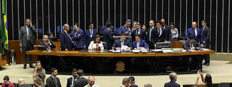 Ao todo, 326 deputados e 48 senadores foram favoráveis ao fim do veto