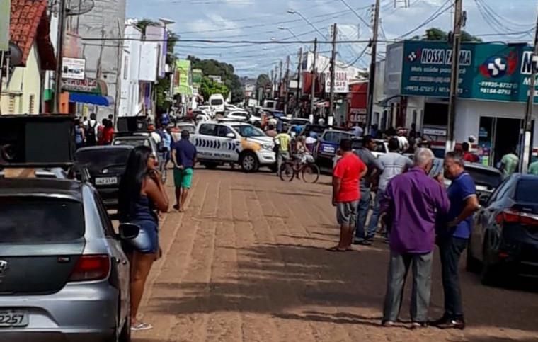 Criminosos fazem reféns e assaltam agência bancária em Araguatins