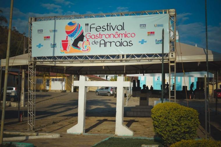 Portal de entrada do Festival de Arraias
