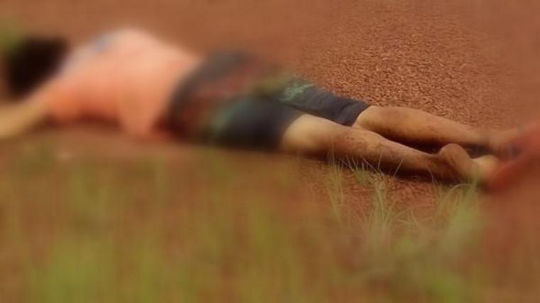 O corpo foi encontrado por moradores por vota das 10h da manhã dessa terça (5)