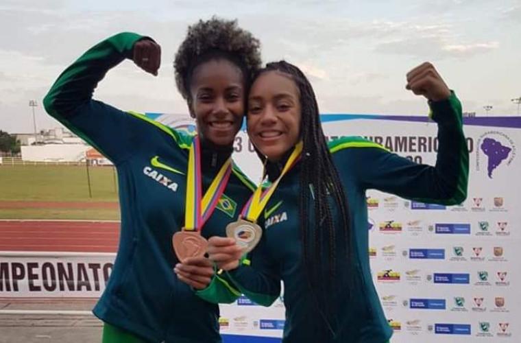 As brasileiras Paloma Dias (à esquerda) e Juliana Estêvão comemoram o resultado