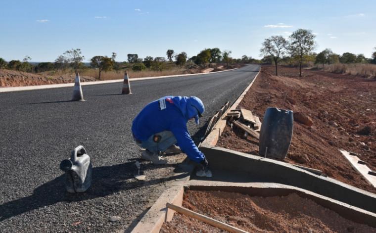 Assinatura de contrato levará obras aos 139 municípios tocantinenses