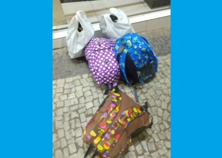 Bolsas e peças de roupas recuperadas