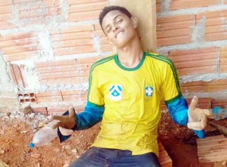 O corpo do jovem apresentava sinais de violência na região da cabeça