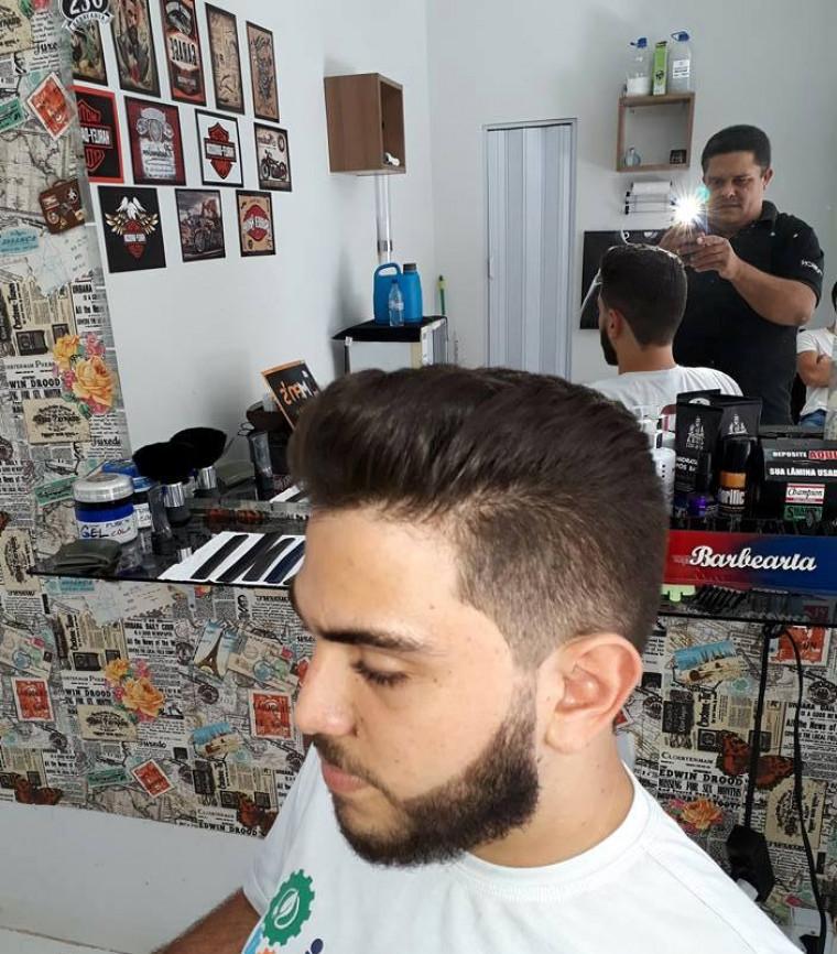 """""""Agora no final do ano estou indo fazer meu segundo curso com técnicas internacionais"""", disse o barbeiro"""