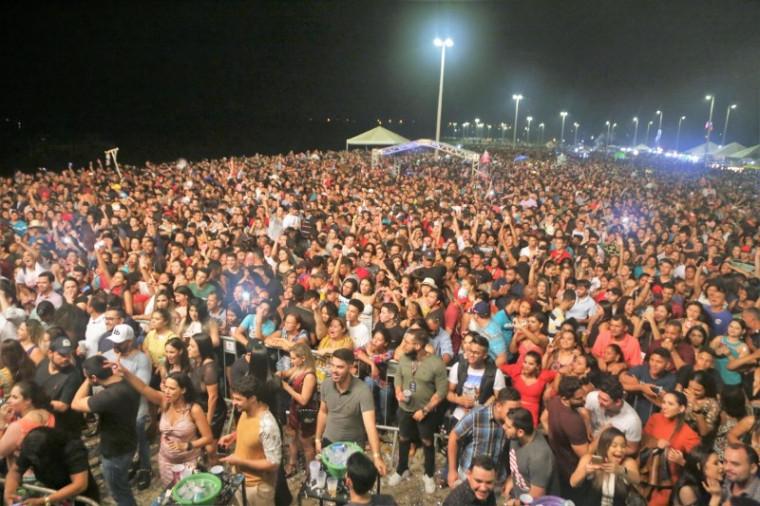 Multidão que festejou o aniversário