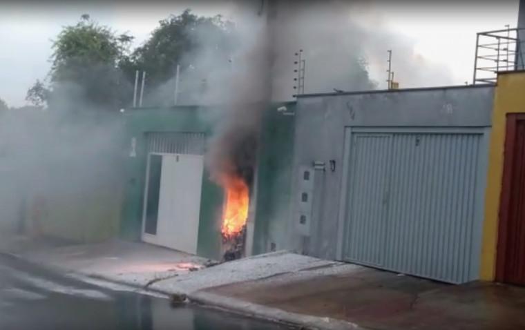 O fogo foi apagado pelos bombeiros