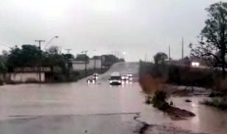 Alguns motoristas preferiram não se arriscar e aguardaram a água baixar