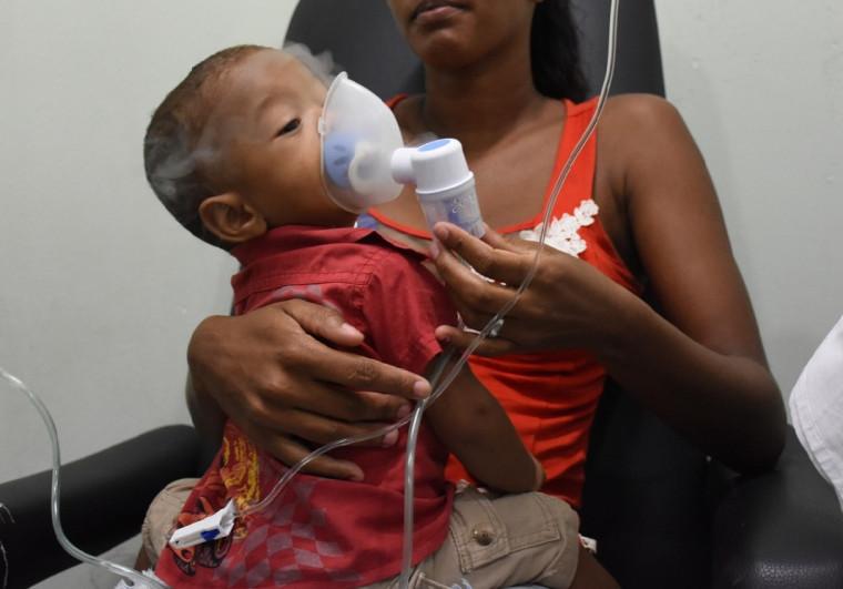 A neonatologista orienta que os pais devem evitar levar as crianças a lugares onde existam aglomerados de pessoas