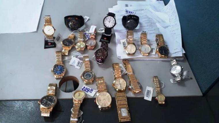 Relógios encontrados com os criminosos