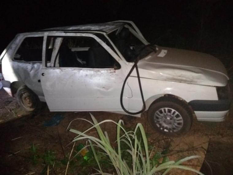 O motorista disse a polícia que perdeu o controle da direção após um dos pneus estourar