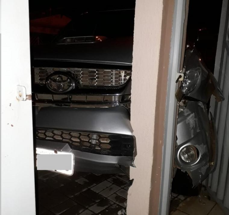 Motorista estava bêbado e dormiu dentro do veículo