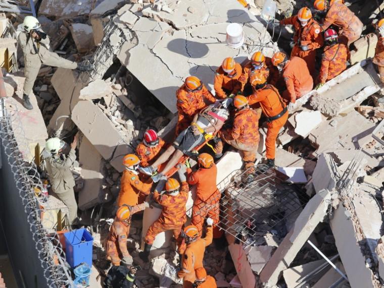 O jovem foi a oitava pessoa a ser resgatada com vida dos escombros do edifício