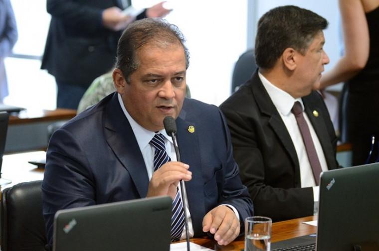 Senador Eduardo Gomes, relator do projeto na comissão