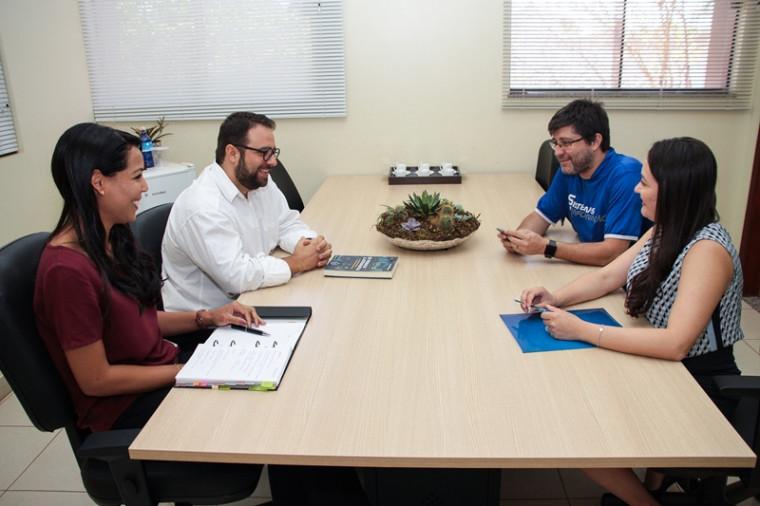 Professores responsáveis pelo projeto debatem ações a serem realizadas