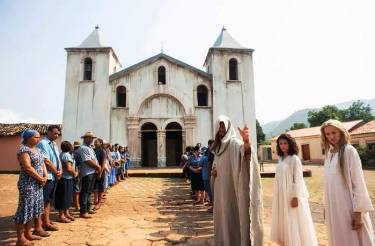 Igreja Matriz envelhecida pela produção da série