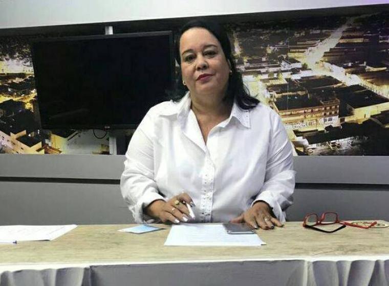 Silene Borges mantém campanha nas ruas