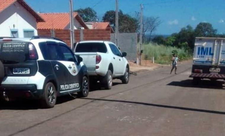 A Polícia Civil está no local periciando a casa a procura do corpo da criança