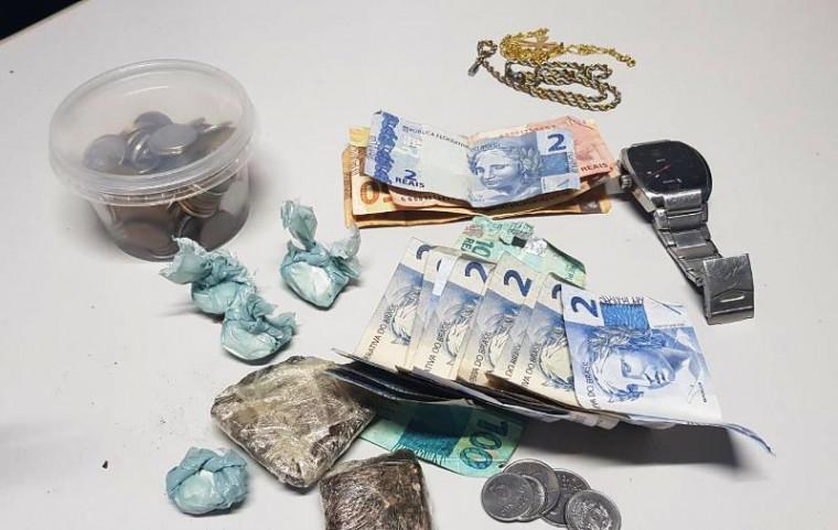 Dinheiro e drogas encontradas