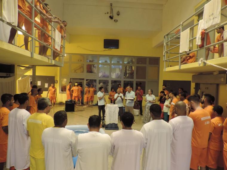 Batismo no Presídio Barra da Grota, em Araguaína