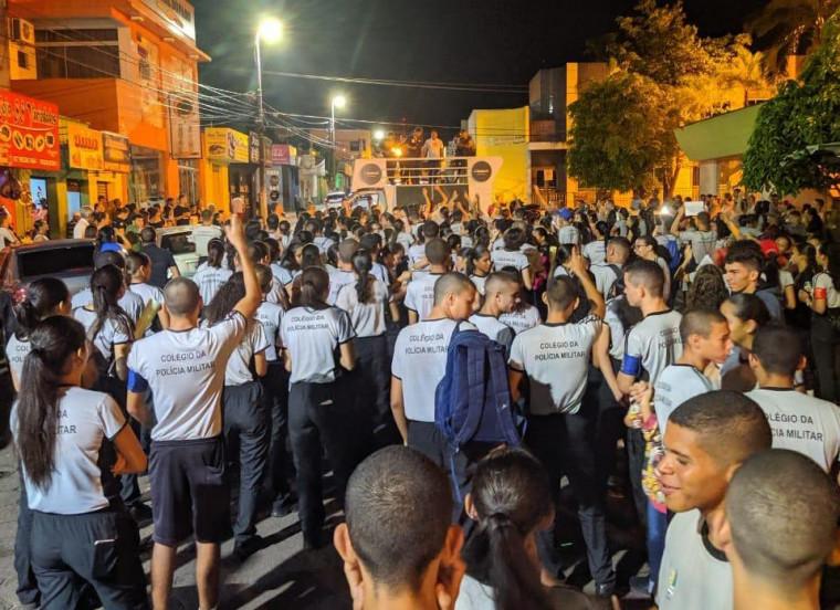 Protesto de estudantes na principal avenida de Araguaína