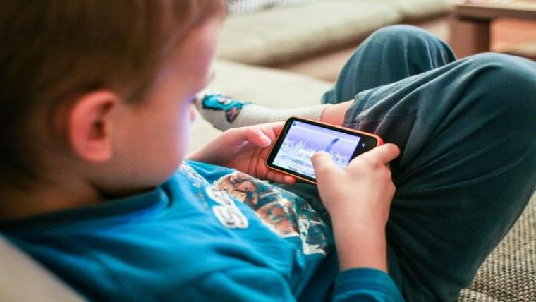 Especialista dá dicas sobre como monitorar seus filhos