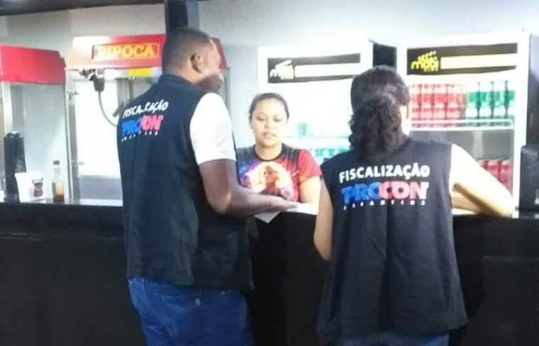 Cinema autuado pelo Procon