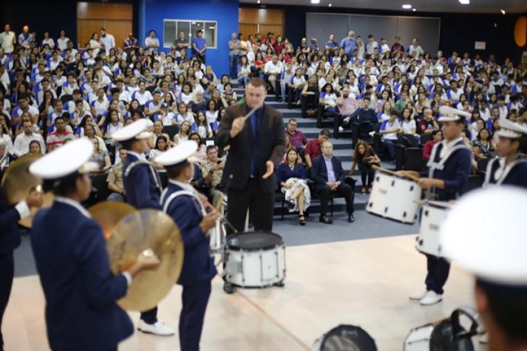 A Banda de Percussão da Escola Estadual Maria dos Reis deu um show de animação e talento