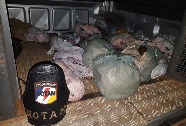 No carro onde estavam os criminosos a PM apreendeu vários objetos furtados