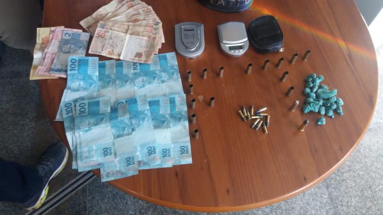 Operação apreende dinheiro e droga