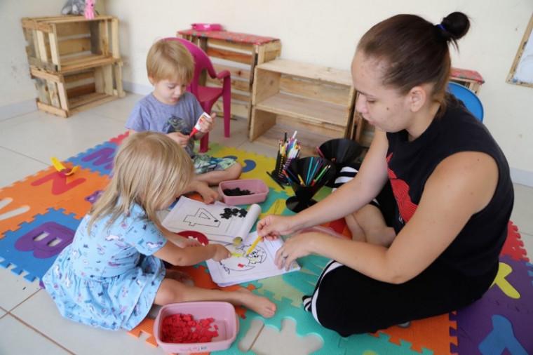 João Ricardo tem 4 anos e Maria Antônia, 2
