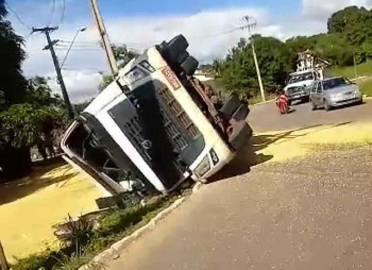 O acidente foi registrado na rota do anel viário em Palmas na tarde desse domingo (16)