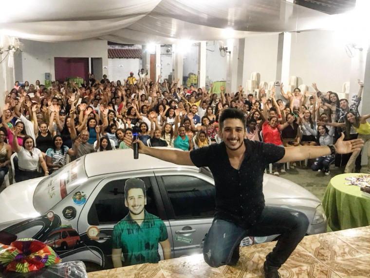 Jovem apresentador de TV do Maranhão transformou a história dele em luta pela vida.