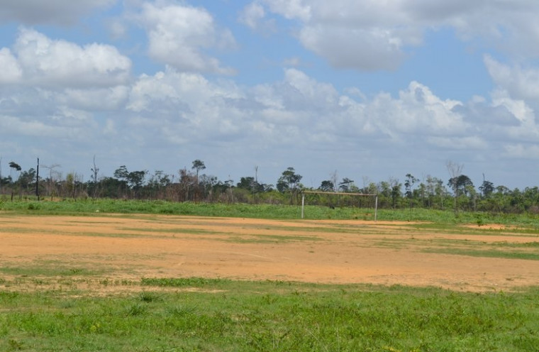Corpo estava no campo de futebol do assentamento