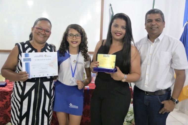 Jasmyn de Oliveira está no 5º ano