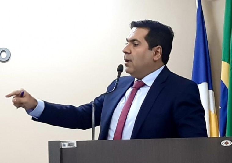 Marcus Marcelo durante pronunciando na Câmara