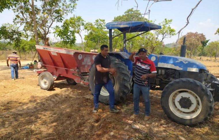 Vereadores fizeram a apreensão do maquinário que estava na fazenda do prefeito de Goiatins