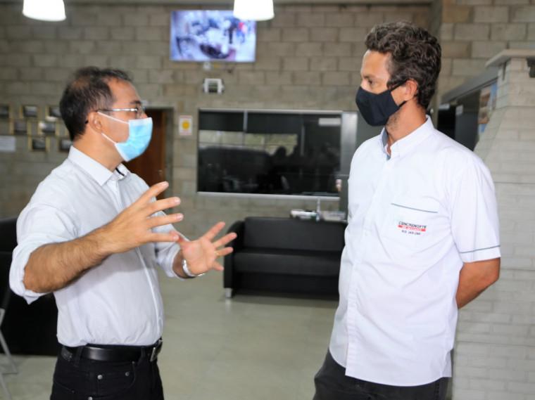 Wagner Rodrigues em conversa com o empresário Thiago Oliveira Valtuille