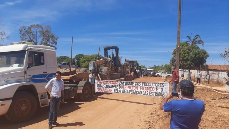 Faixa de agradecimento do pré-candidato a prefeito Propício Franco durante carreata