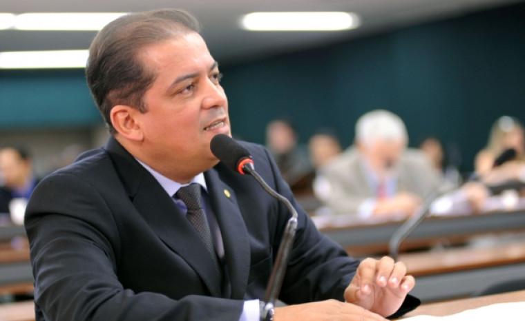 Eduardo Gomes foi eleito senador neste domingo (7)