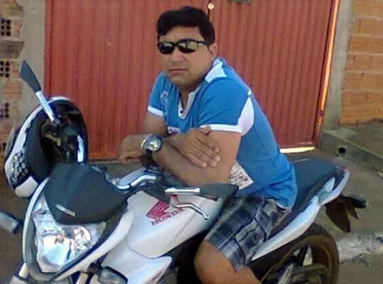 Uma testemunha disse que dois homens de moto executaram a vítima a sangue frio
