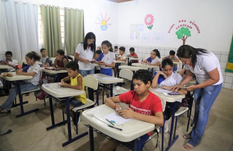 As crianças que não possuem aparelho celular puderam fazer o simulado na sala de informática da escola