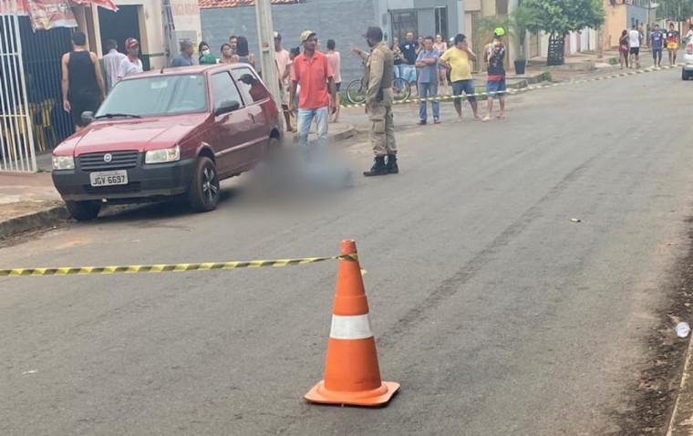 Vítima foi assassinada após sair do carro