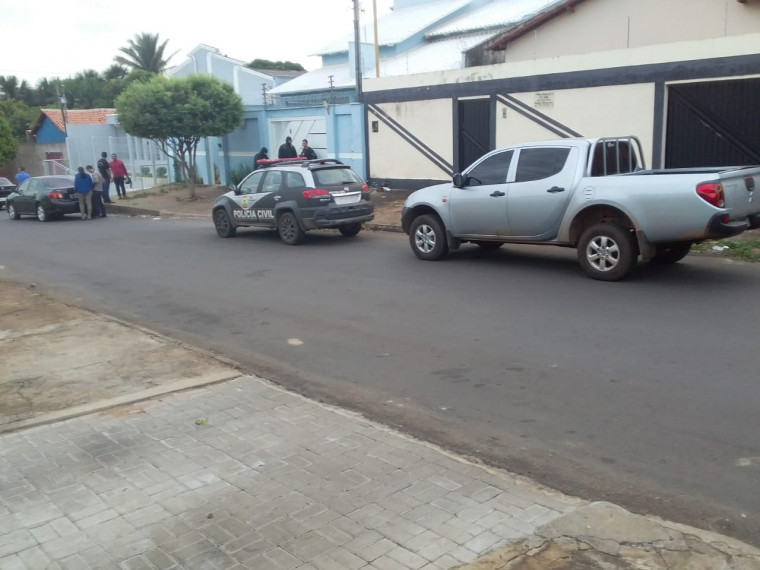 Policiais civis na casa do vereador Gilmar da Autoescola