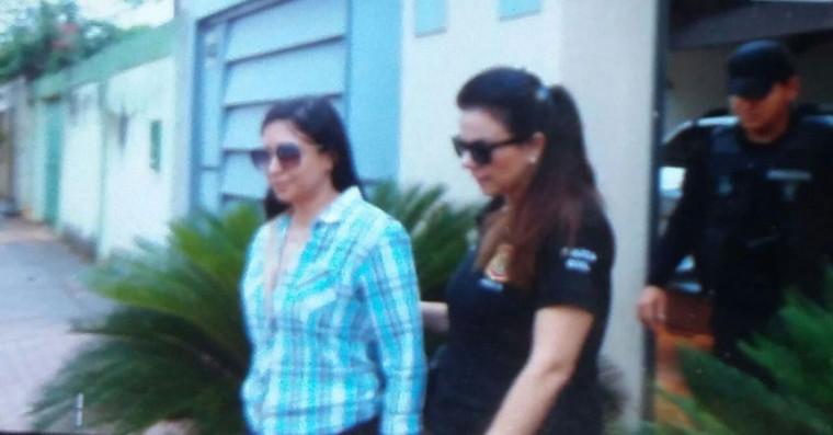 Advogada Juliana Bezerra sendo presa pela Polícia Civil