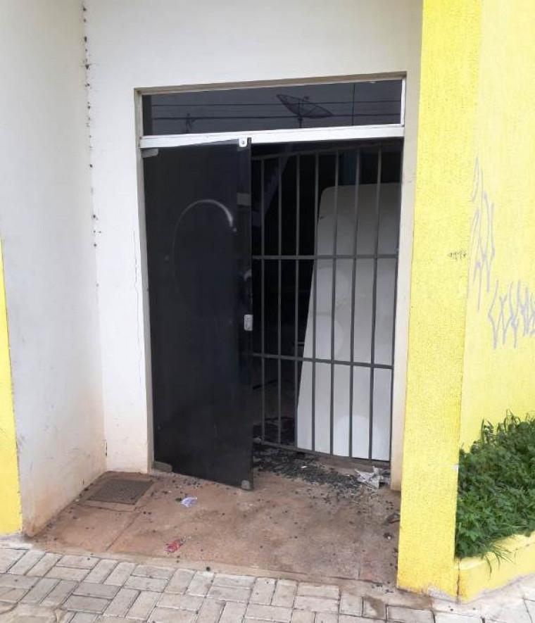 O prédio está abandonado
