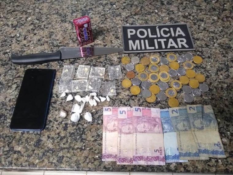 Drogas, dinheiro e outros itens apreendidos
