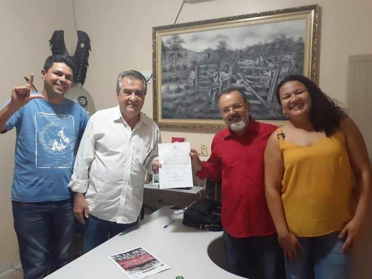 Célio Moura abonou a ficha de filiação do juiz aposentado Leador Machado
